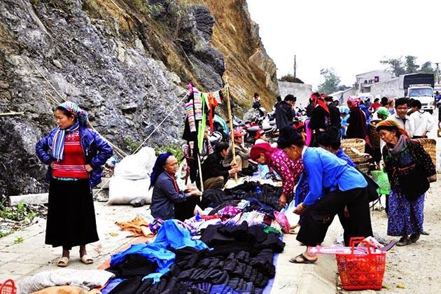 Quyet Tien Market