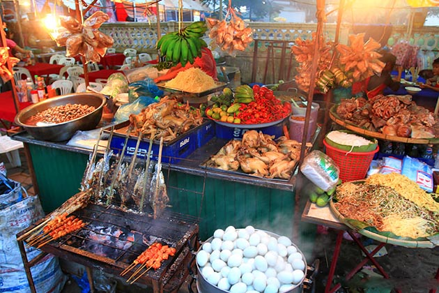 vangthong food market in Vientiane