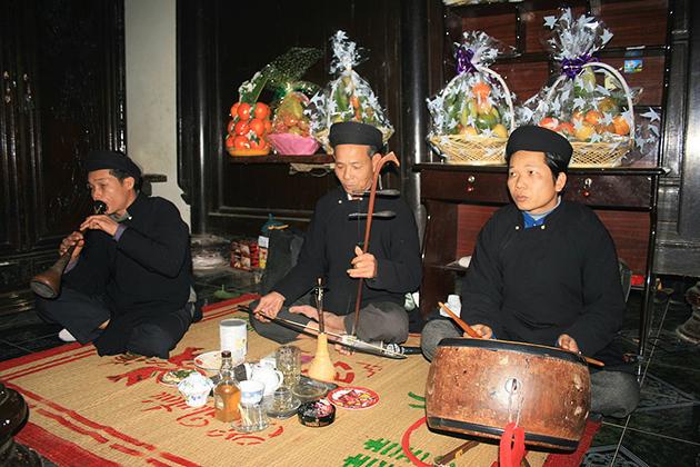 Vietnamese Stringed Instrument - Dan Nhi Erhu