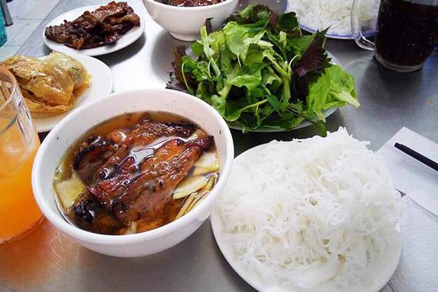 bun cha hanoi vietnamese food day trips from Hanoi