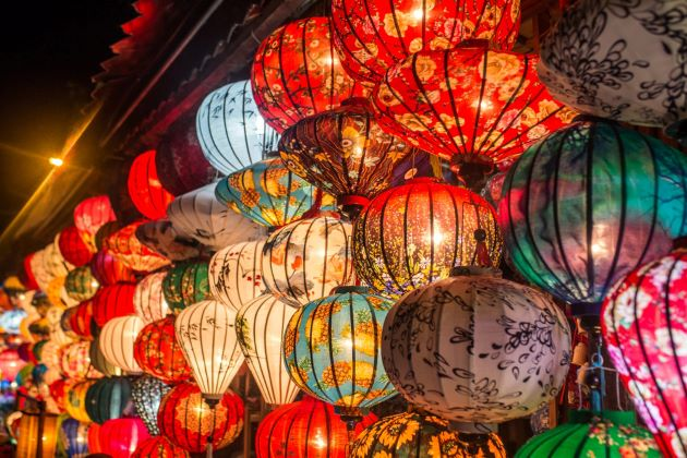 colorful lanterns in hoi an ancient town