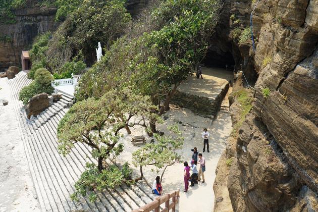 hang pagoda ly son island
