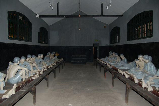 hoa lo prison museum hanoi