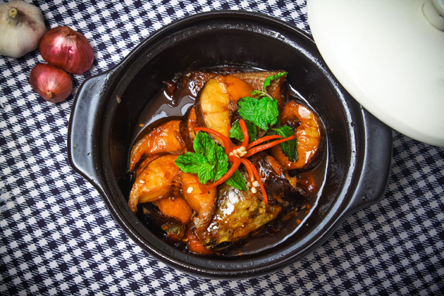 ca kho to braised fish in clay pot ho chi minh city tours