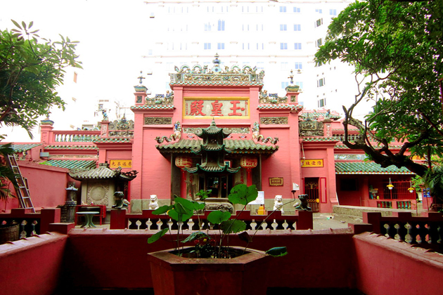 jade emperor pagoda ho chi minh city tour