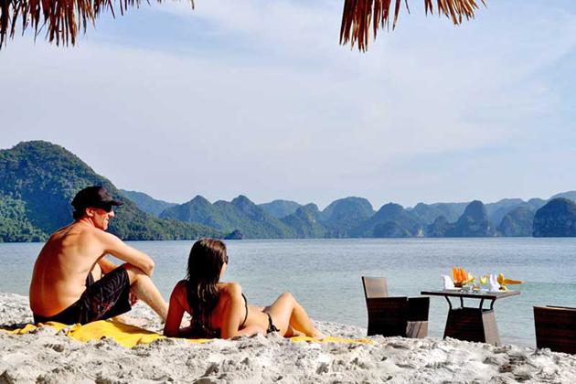 sunbathing halong bay tours