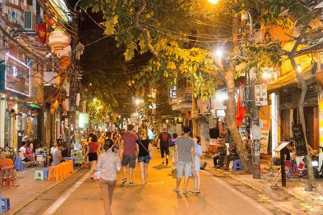 explore hanoi old quarter at night