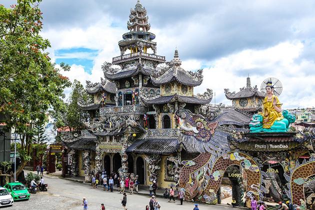 linh phuoc pagoda dalat tours