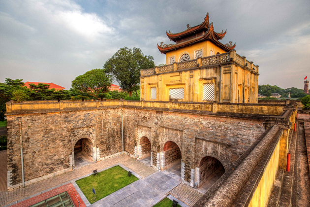 thang long imperial city hanoi tours