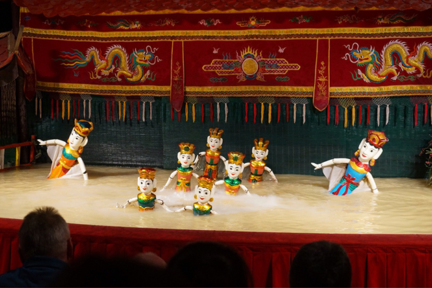 water puppet show at Thang Long theater
