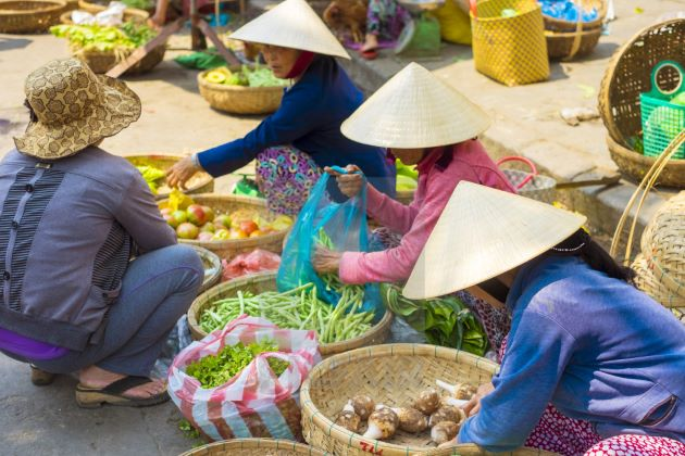 local venders at hoi an market