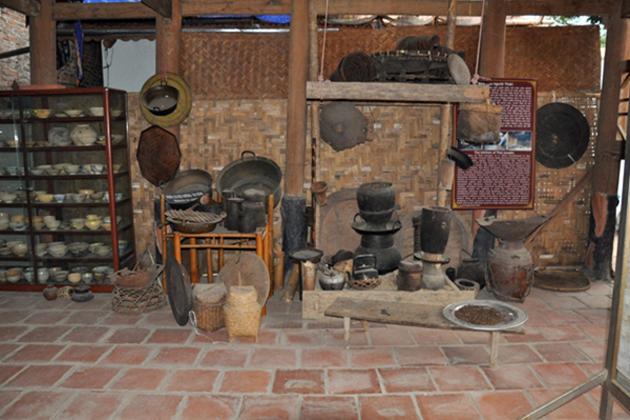 thai exhibition house mai chau tours