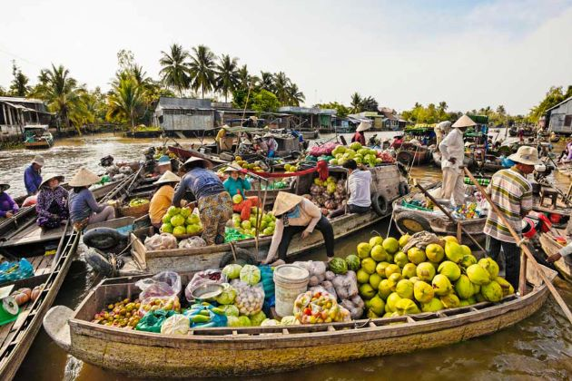 the vibrant cai be floating market in mekong delta