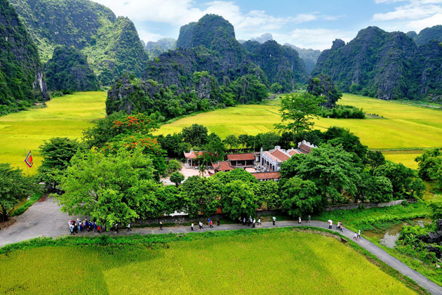 hoa lu ancient capital ninh binh vietnam vacation