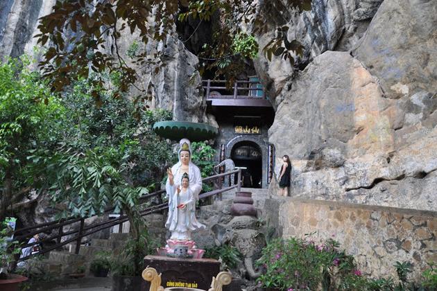 thach dong temple ha tien vietnam