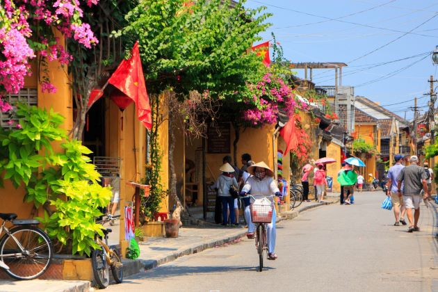 a street of hoi an ancient town