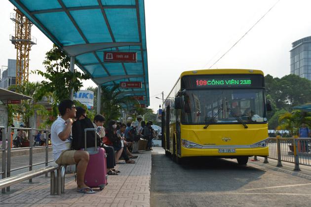 bus 109 tan son nhat international airport to saigon city center