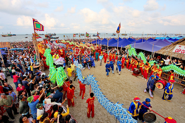 dinh co festival in march