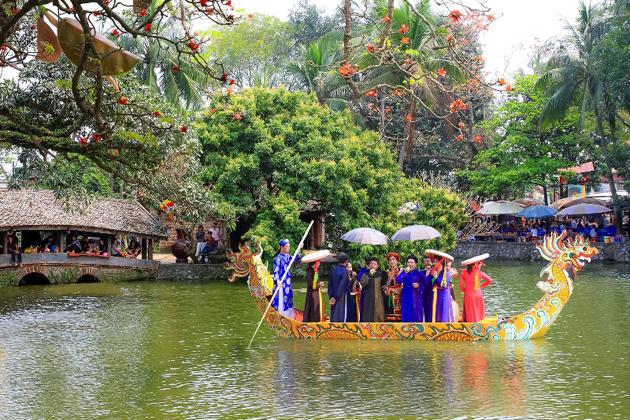 thay pagoda festival in april