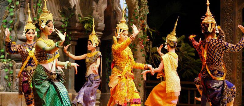 the traditional aspara dance in cambodia