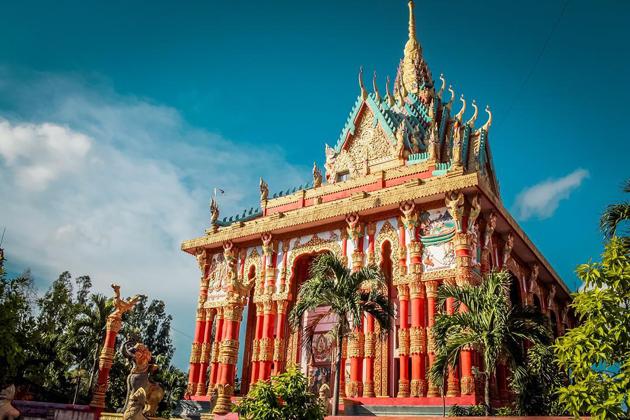 xiem can pagoda bac lieu vietnam