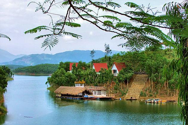 thac ba lake yen bai vietnam