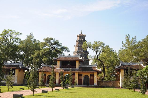 thien mu pagoda hue city