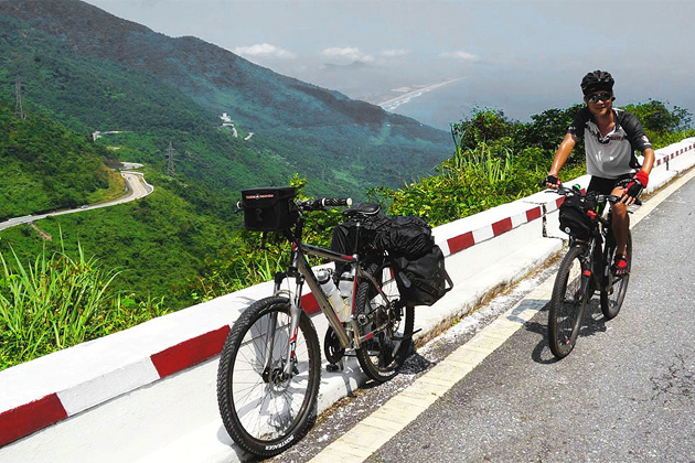 hai van pass cycling tour