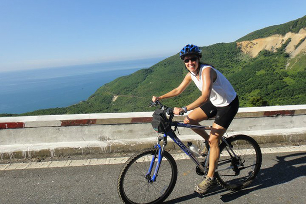 hai van pass vietnam cycling tour