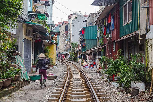 hanoi train street vietnam laos tours