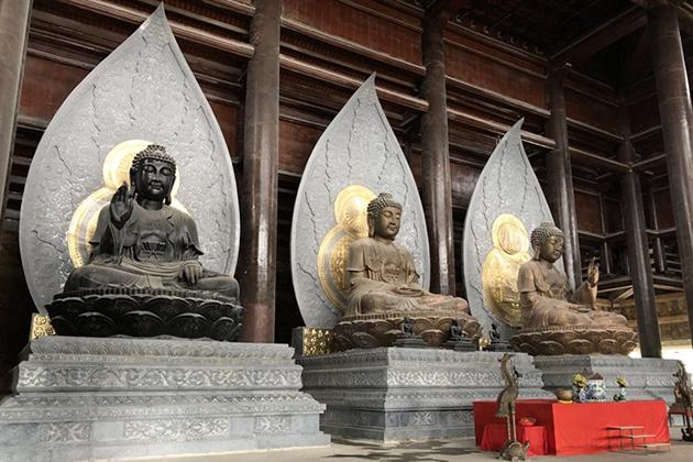 statue inside tam chuc pagoda