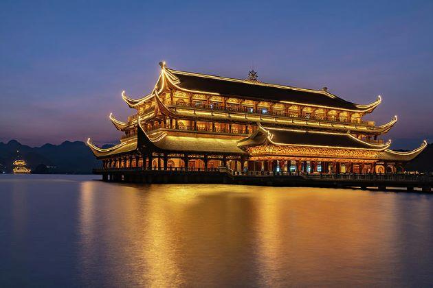 tam chuc pagoda ha nam at night