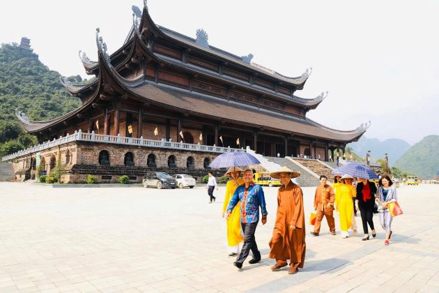 tam chuc pagoda opening hours and entrance fee