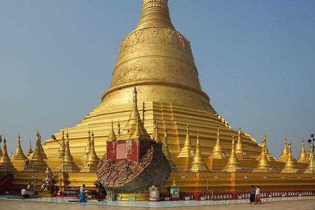 Shwe Maw Daw Pagoda in Bago
