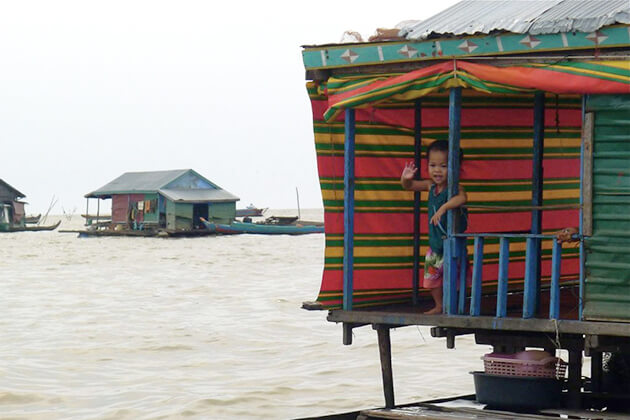 floating market on tonle sap lake