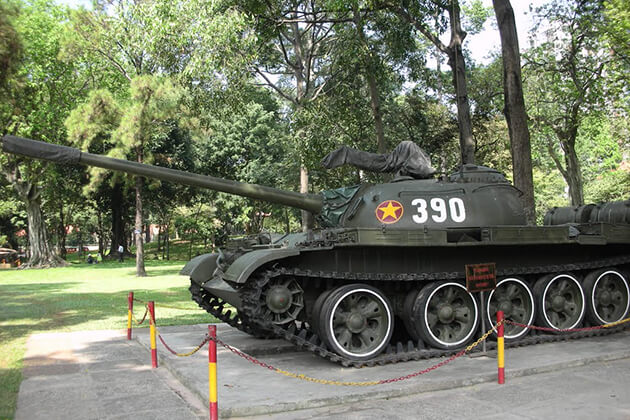 tank 390 in the reunification palace