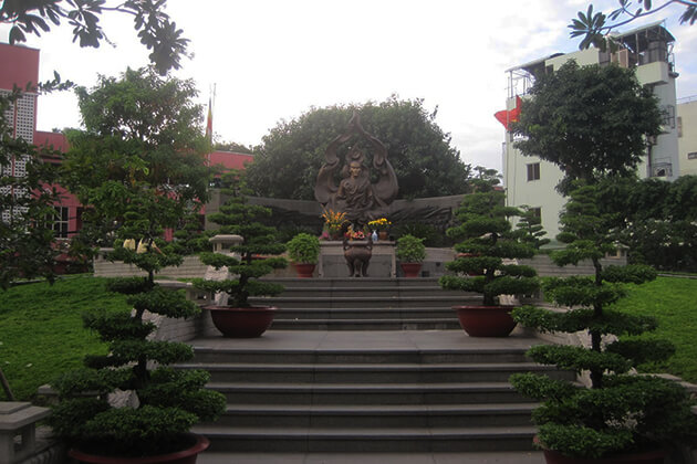 the statue of thich quang duc