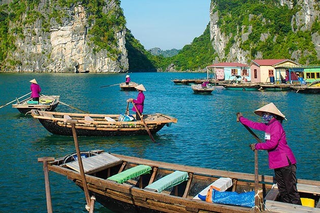 vung vieng fishing village in halong bay