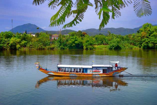 boat trip on Perfume river in hue