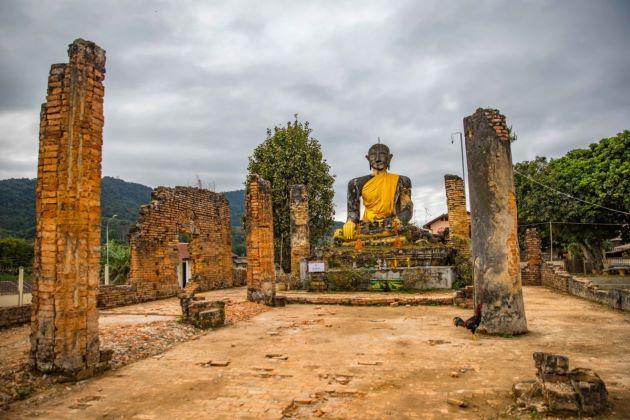buddha statue in Muong Khouan