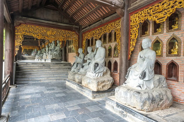 buddhist statues at bai dinh temple