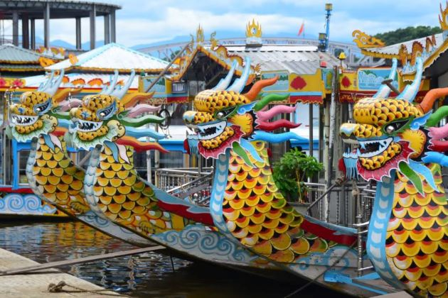 dragon boat trip in huong river