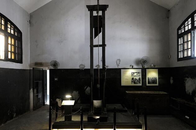 hoa lo prison known as hanoi hilton