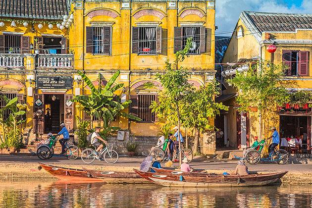 vietnam and cambodia tour packages take you to visit hoi an ancient town