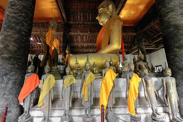 statues at wat visoun