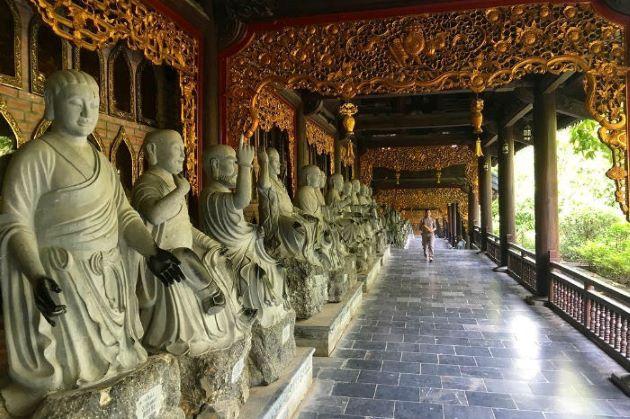 buddha statue at bai dinh pagoda
