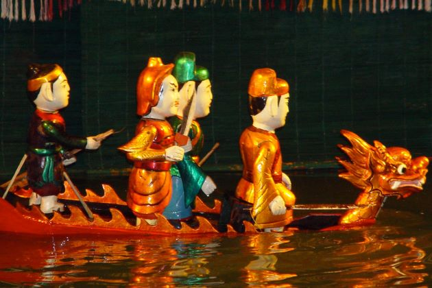 enjoy the performance of traditional water puppet show in hanoi