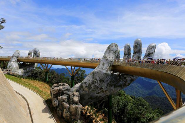 golden bridge in danang vietnam