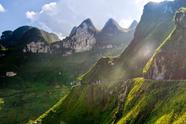 vietnam adventure travel will bring the stunning landscape of ha giang to visitor