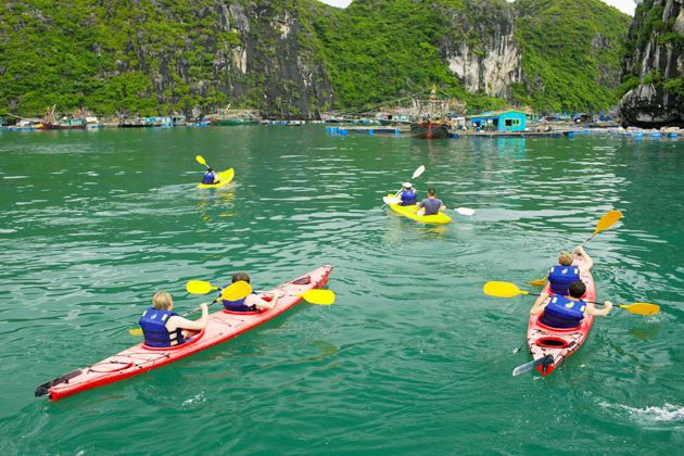 kayaking in halong bay